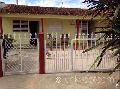 Casa Yamirka y Ariel Vinales Cuba