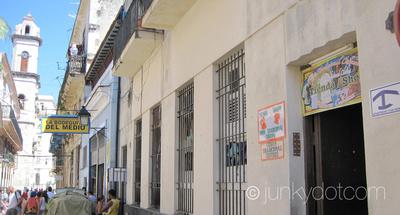 Hostal Del Medio | Habana Vieja | Cuba