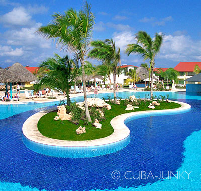 Hotel Playa Pesquero  | Holguin Cuba-Junky.com