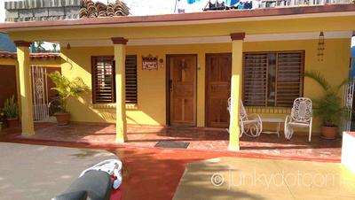 Villa Yaneisy y Yoel Vinales Cuba